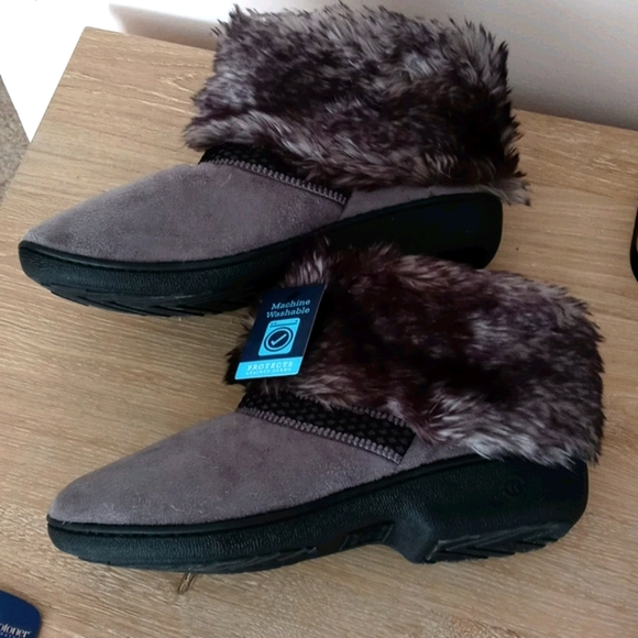 Isotoner furry Slippers